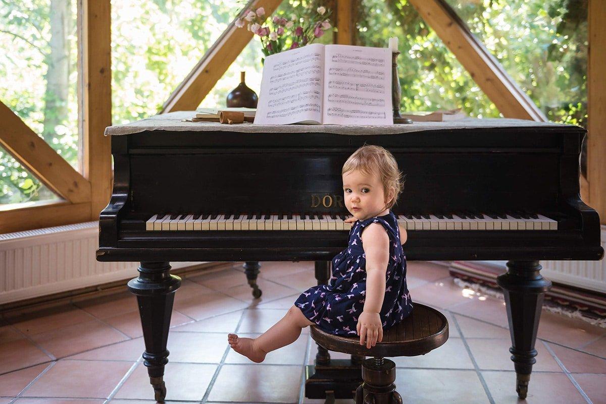 dreamworld-photography-lifestyle-gyerekfotozas-csaladfotozas-zongora-szerzoi-jog